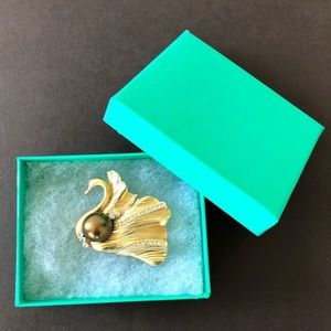 Best gift Swan brooch pin with gift box